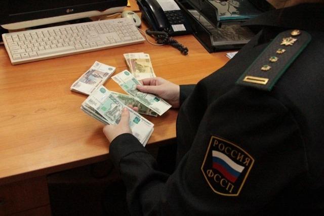 Единая Россия предложила ограничить сумму списаний с банковских счетов граждан за долги