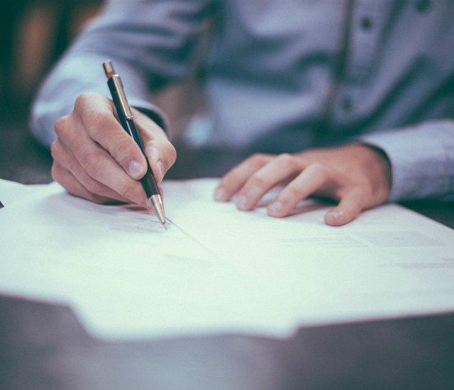 Исполнитель завещания (душеприказчик): назначение, полномочия, вознаграждение, исполнение завещания
