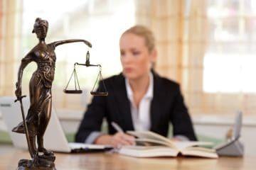 Наследство после смерти матери: как вступить, по завещанию и по закону, на дом и квартиру, документы при оформлении наследства