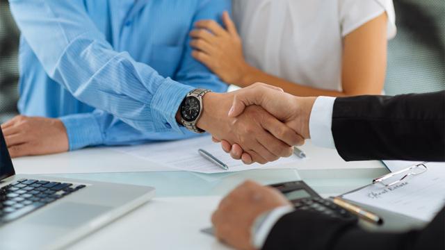 Сколько стоит оформить куплю-продажу квартиры: стоимость оформления договора у нотариуса или юриста