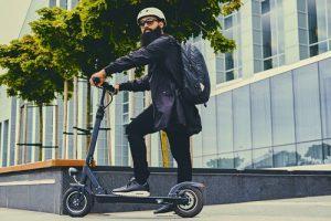 Новые изменения в ПДД для владельцев скейтов, гироскутеров и самокатов