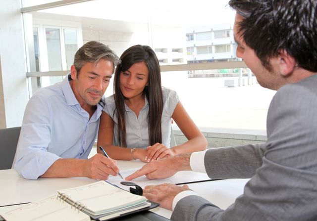 Расходы при покупке и продаже квартиры для покупателя и продавца: кто и за что платит