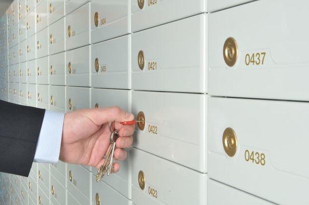 Покупка квартиры с обременением: риски для покупателя, как обезопасить сделку