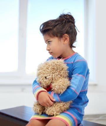 Можно ли и как поменять фамилию ребенку: порядок смены фамилии несовершеннолетнего ребенка до 14 лет, с согласием и без согласия отца. Документы и образец разрешения на смену фамилии ребенка после разводе в 2020 году