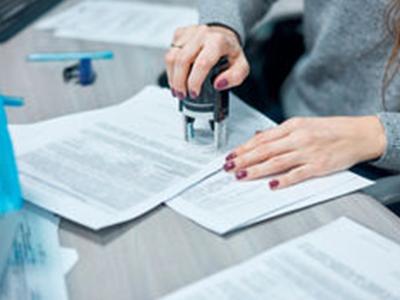 Сколько стоит договор дарения в 2020 году: цены у нотариуса, юриста, в МФЦ