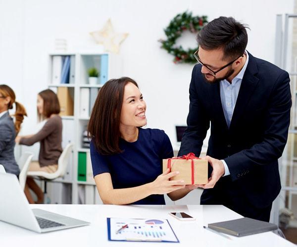 Договор дарения сотруднику (образец): денежных средств, подарков