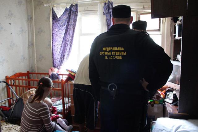 Госдума планирует запретить органам опеки забирать детей без решения суда