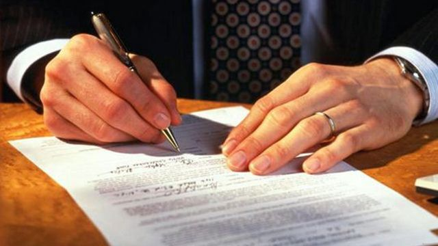 Договор дарения доли ООО (образец): порядок оформления доли в уставном капитале, документы, налог